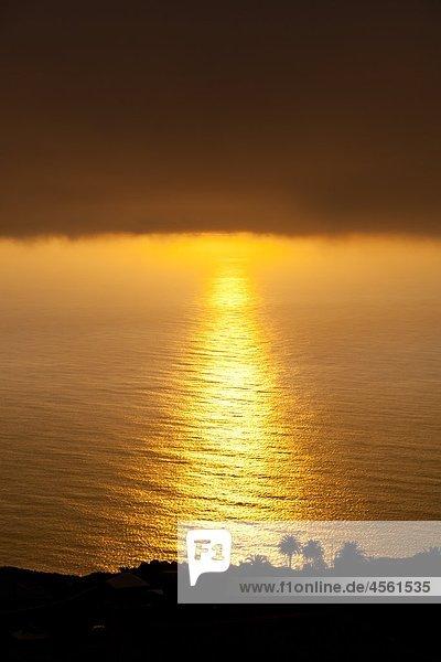 Sonnenuntergang mit Nebel  La Palma  Kanarische Inseln  Spanien Sonnenuntergang mit Nebel, La Palma, Kanarische Inseln, Spanien