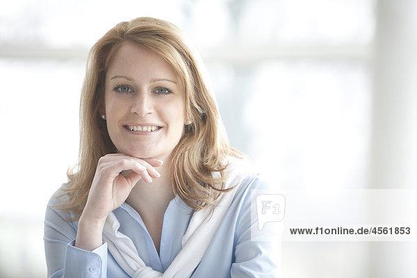 Porträt von blonde geschäftsfrau