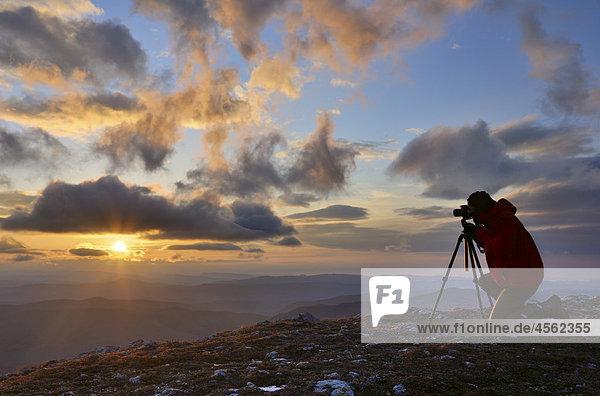 Fotograf Taking Bild von Sunrise Tschatyr-dag Hochplateau auf Krim