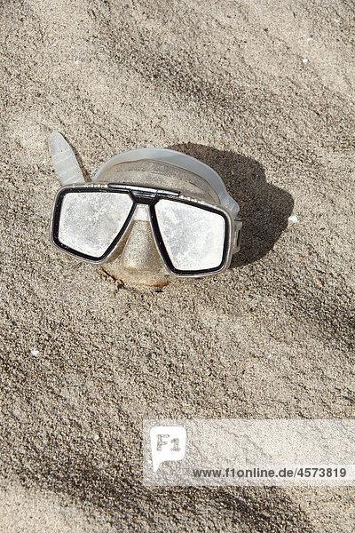 Menschenähnliches Gesicht mit Taucherbrille