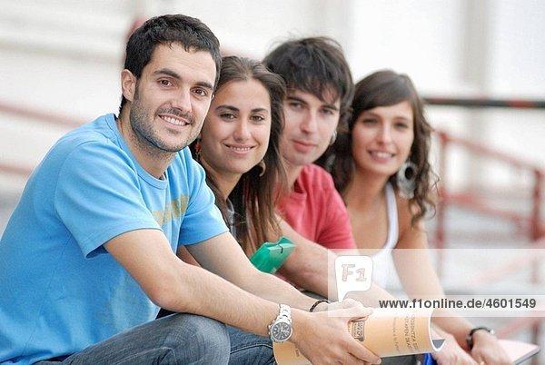 20's,4,AGEFOTOSTOCK,Aussen,Erwachsene