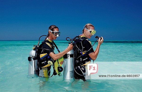 Diving Course  Instructor and Student  Maldives  Indian Ocean  Medhufushi  Meemu Atoll