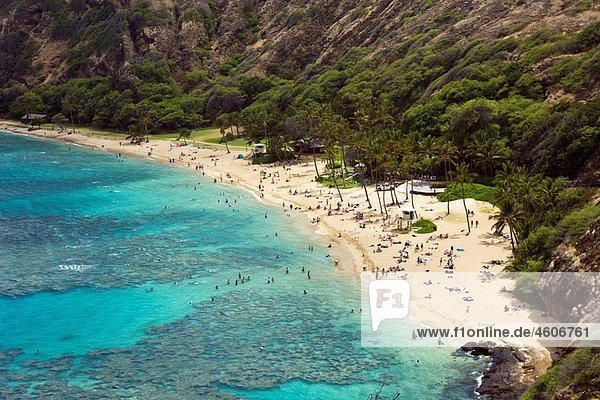 Beach of Hanauma Bay  Oahu  Pacific Ocean  Hawaii  USA