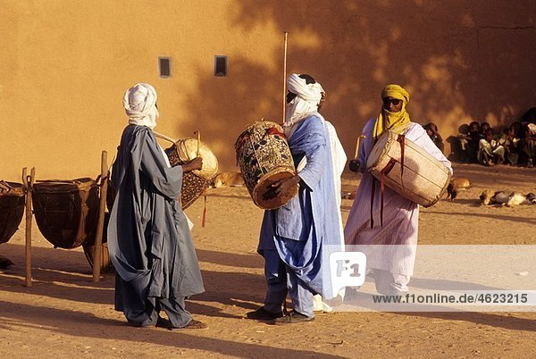 musicians in Sultan¥s Palace Agadez Niger Western Africa