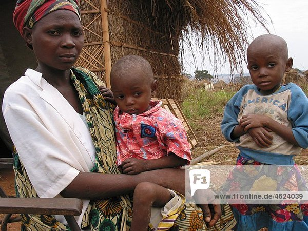 An Angolan woman with two children in Angola Feeding centres and other humanitarian aid were organised in Angola after widescale malnutrition during and following the country¥s civil war