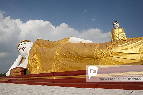 Stehender und liegender Buddha  Monywa  Myanmar