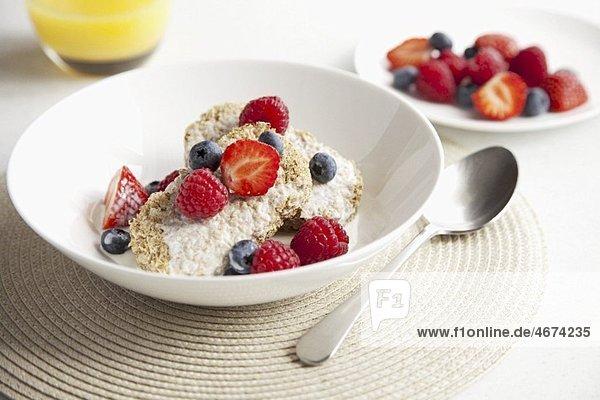 Cerealien mit frischen Beeren