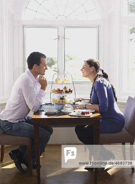 Paar beim Tee