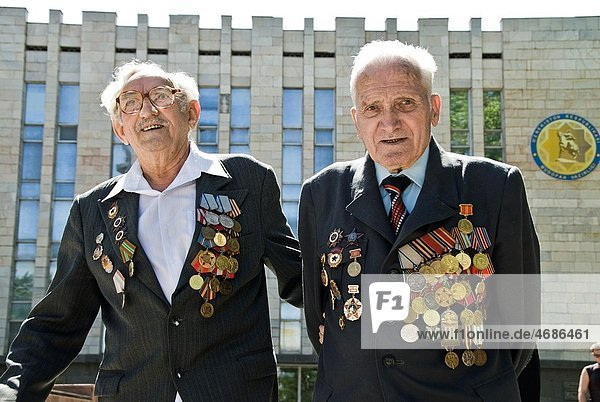 Veteran of the soviet army displaying his medals  Tashkent  Uzbekistan  Asia