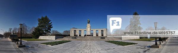 Sowjetisches Ehrenmal zum Gedenken der gefallenen Soldaten der Roten Armee  Straße des 17. Juni  Tiergarten  Berlin  Deutschland  Europa