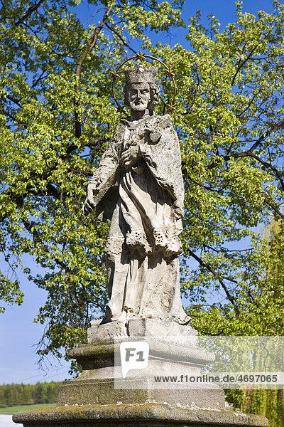 Statue des heiligen Johannes von Nepomuk  Strilky  Kromeriz Bezirk  Region ZlÌn  Mähren  Tschechische Republik  Europa