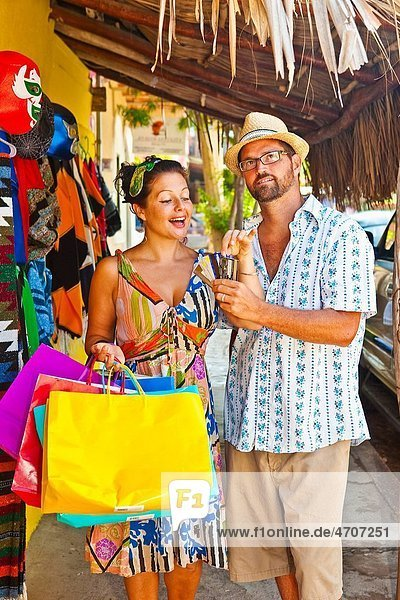 couple shopping in mexico