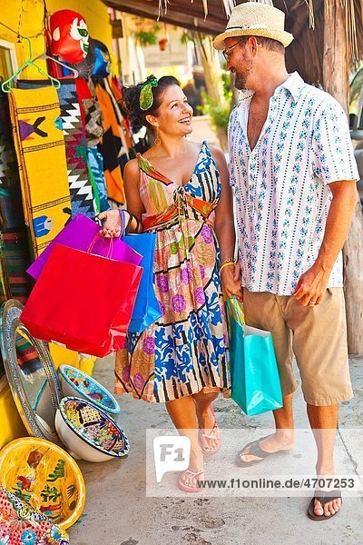 couple shopping in mexico