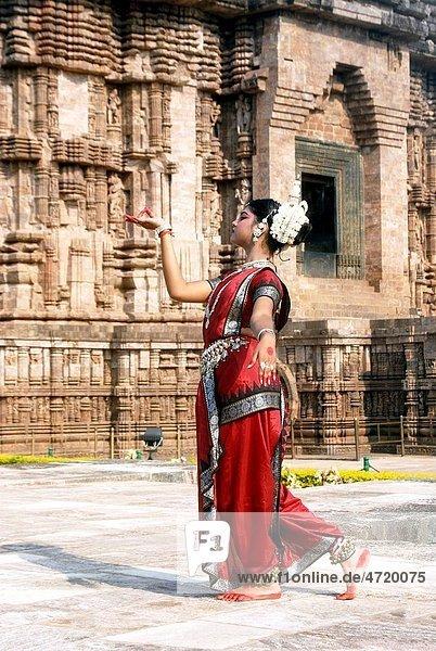 Dancer performing classical traditional odissi dance at Konarak Sun temple   Konarak   Orissa   India MR 736C