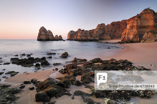 Sonnenaufgang am Strand  Lagos  Algarve  Portugal  Europa