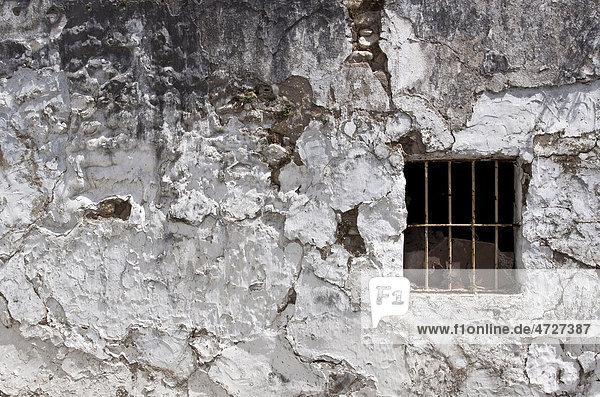 Verfallene Hausfassade in einem andalusischen Dorf  Bornos  Andalusien  Spanien  Europa Hausfassade