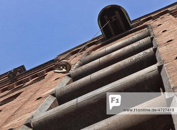 Seilwinde an einem Gebäude in der Hamburger Speicherstadt  Hamburg  Deutschland  Europa