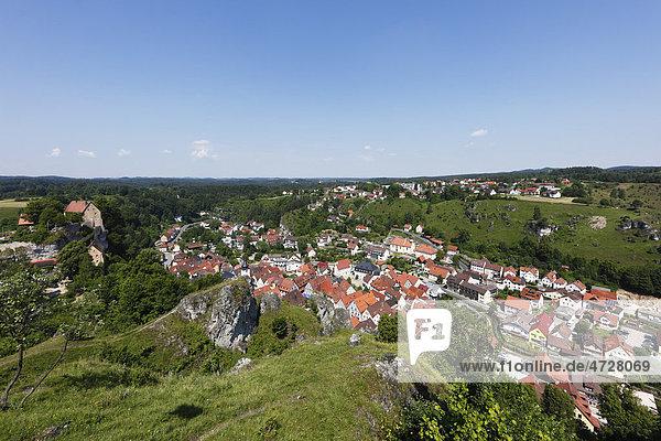 Pottenstein und Burg Pottenstein  Fränkische Schweiz  Fränkische Alb  Oberfranken  Franken  Bayern  Deutschland  Europa