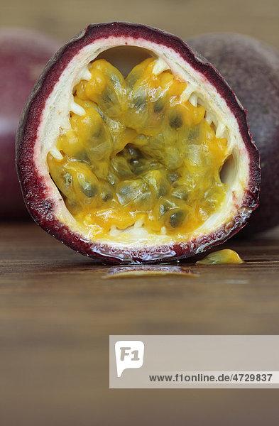 Halbierte Passionsfrucht oder Maracuja