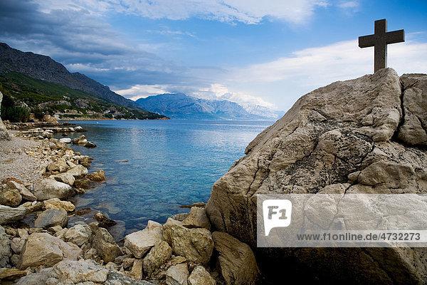 Adriaküste in der Nähe von Split in Kroatien  Europa