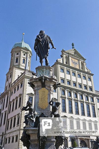 Augustusbrunnen vor dem Rathaus  Rathausplatz  Augsburg  Bayern  Deutschland  Europa
