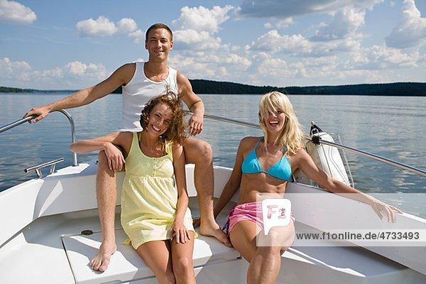 sitzend Frau Mann See Yacht 2 jung