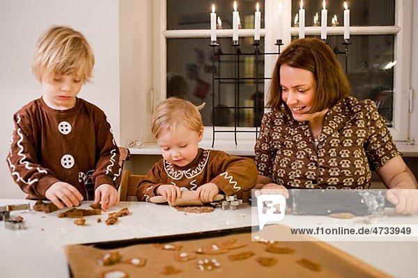 Sohn Vorbereitung Lebkuchen Tochter Mutter - Mensch Biskuit