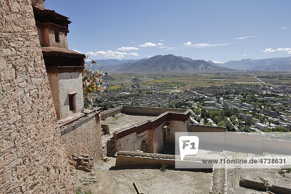 View from Dzong towards the historic town centre of Gyantse  Tibet  China  Asia