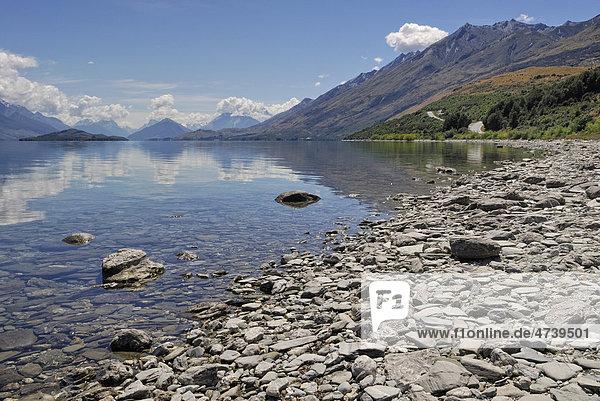 Lake Wakatipu bei Queenstown mit Blick auf den Mount Aspiring Nationalpark  Südinsel  Neuseeland
