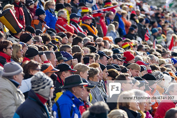 Begeisterte Zuschauer  Biathlon Weltcup  Antholz  Südtirol  Italien  Europa