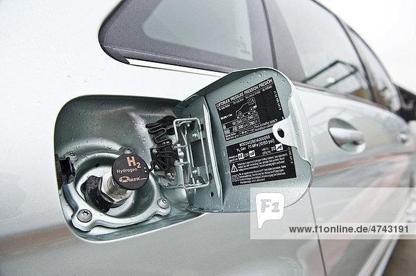 Wasserstoffbetriebenes Brennstoffzellenauto Mercedes B-Klasse zero emission  Tankanschluss für Wasserstoff  Berlin  Deutschland  Europa