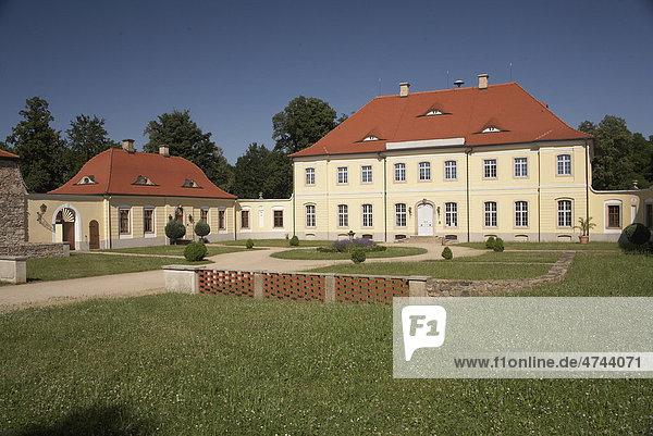 Schloss Königshain in den Königshainer Bergen  Landkreis Görlitz  Sachsen  Deutschland  Europa