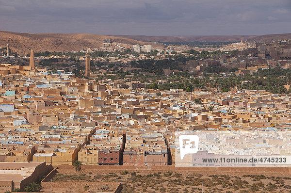 Überblick über die Dörfer des Unesco Weltkulturerbes M'zab  Algerien  Afrika