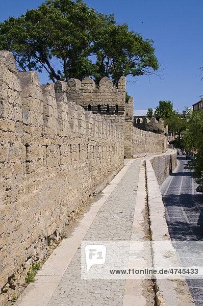 Stadtmauer der Altstadt  UNESCO Weltkulturerbe  Baku  Aserbaidschan  Kaukasus  Vorderasien