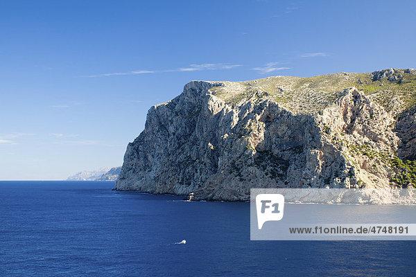 Steilküste nördlich von Sant Elm mit der Teufelskanzel  Mirador d'en Josep Sastre  Mallorca  Balearen  Spanien  Europa
