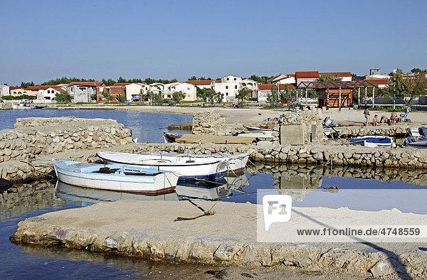 Boote  Anlegestelle  Insel Vir  Dalmatien  Kroatien  Europa