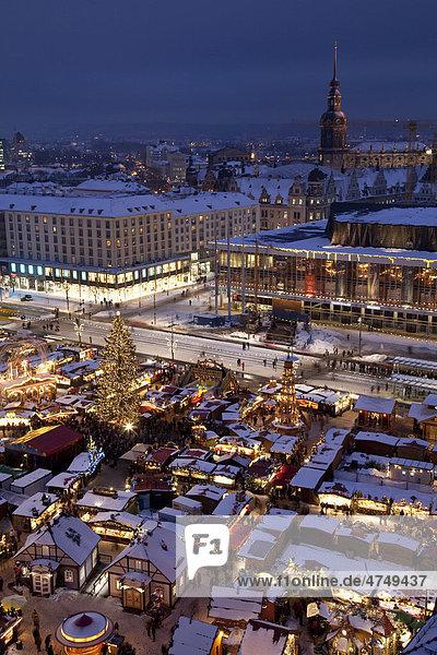 Striezelmarkt  Weihnachtsmarkt  Altmarkt  Dresden  Sachsen  Deutschland  Europa