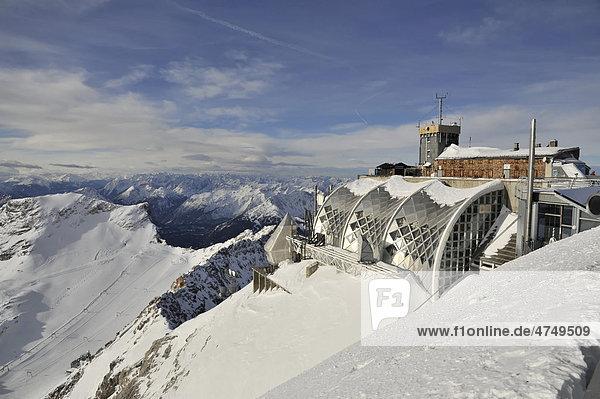 Münchner Haus  Wetterstation im Winter  Zugspitze  2962m  Wettersteingebirge  Oberbayern  Deutschland  Europa