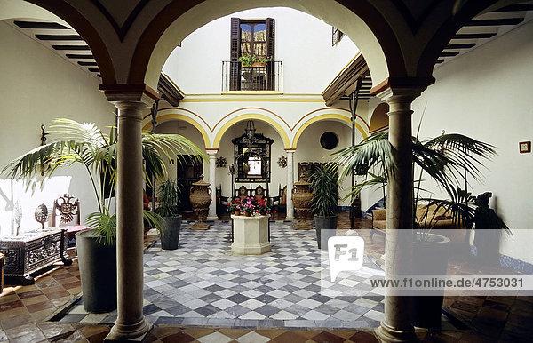 Romantischer Patio eines kleinen Hotels  Posada del Palacio  Sanl_car de Barrameda  Costa de la Luz  Andalusien  Spanien  Europa