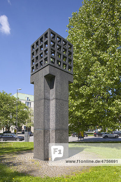 Denkmal für die Opfer der NS-Gewaltherrschaft  von Andreas Sobeck  1985  auf dem Platz der Opfer des Nationalsozialismus im Bezirk Altstadt-Lehel  München  Bayern  Deutschland  Europa