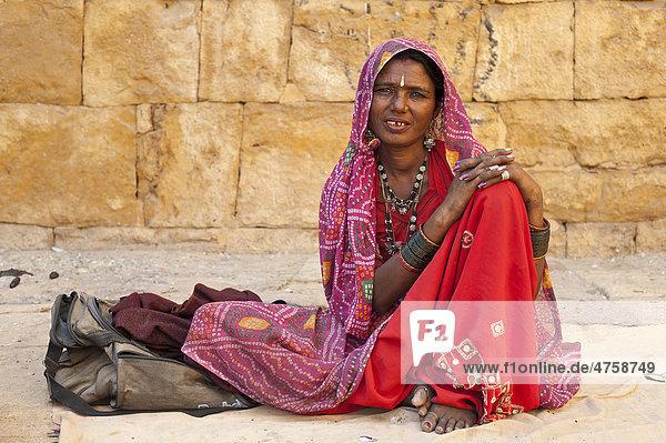 Fotoaufnahmen Von Einer Bewundernswerten Inderin
