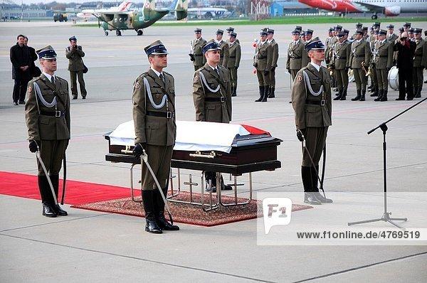 11 04 2010 Polish President Lech Kaczynski´s body returns to Warsaw Ceremony on Okecie military airport