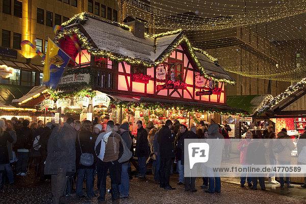 Weihnachtsmarkt am Kennedy-Platz  Glühweinstand  Stadt Essen  Ruhrgebiet  Nordrhein-Westfalen  Deutschland  Europa Weihnachtsmarkt am Kennedy-Platz, Glühweinstand, Stadt Essen, Ruhrgebiet, Nordrhein-Westfalen, Deutschland, Europa