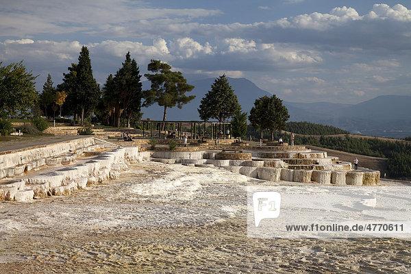 Kalksinterterrassen von Pamukkale  UNESCO-Weltkulturerbe  Denizli  Türkei  Asien