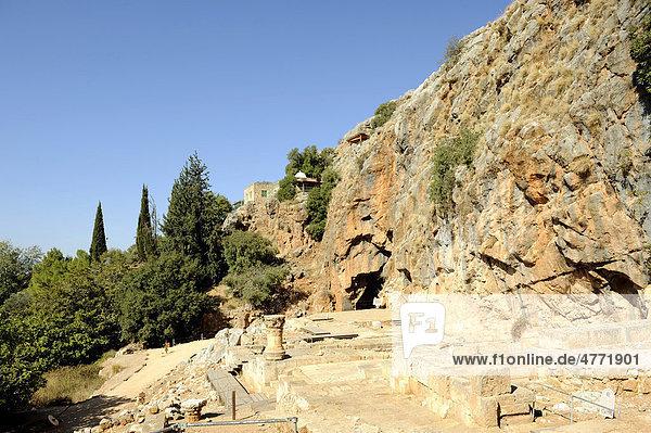 Pan-Heiligtum mit Pan-Grotte  Mitte oben Grab des Nebi Khader  religiöse Gestalt für Drusen und Muslime  Banias Nationalpark  Berg Hermon  Golanhöhen  Israel  Naher Osten  Vorderasien
