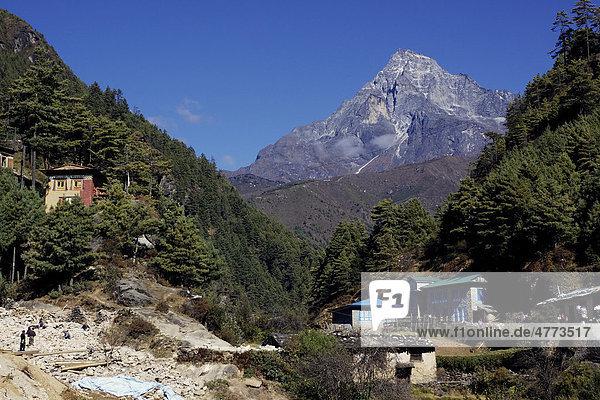 Khumbila  5761 m  heiliger Berg im Khumbu  im Dudh Kosi Tal bei Monju  Sagarmatha-Nationalpark  Nepal  Asien