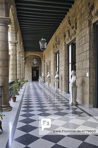 Arkaden im Palacio de los Capitanes Generales  Plaza de Armas  Havanna  Altstadt  Kuba  Karibik  Mittelamerika