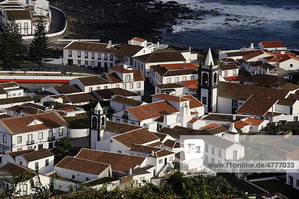 Blick auf Santa Cruz auf der Insel Graciosa  Azoren  Portugal
