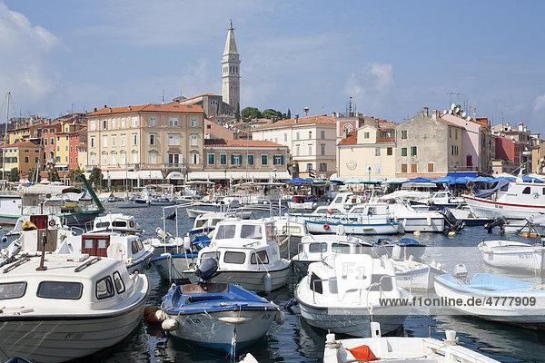 Boote im Hafen  Rovinj  Istrien  Adriaküste  Kroatien  Europa
