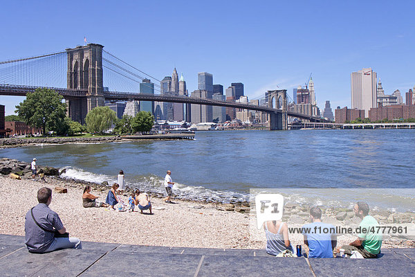 Brooklyn Bridge und Skyline von Manhattan  New York City  USA